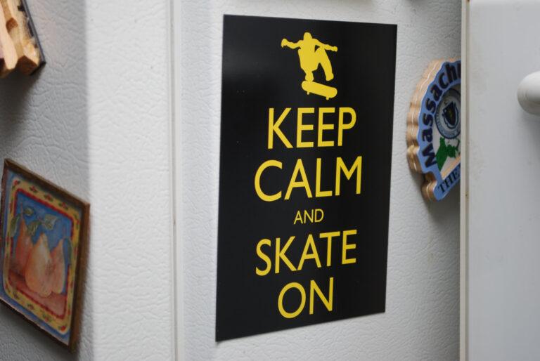 keep calm, skate on, magnet, fridge, skateboard