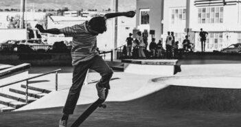backside heelflip, skate
