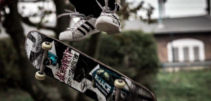 frontside heelflip, skateboard, trick