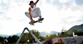 pole jam, skateboard, pole