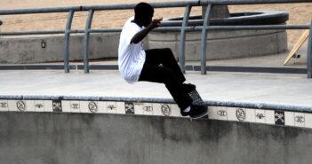 smith grind, skate, skateboard